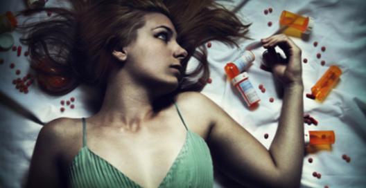 Девушка спит под снотворным онлайн фото 303-290