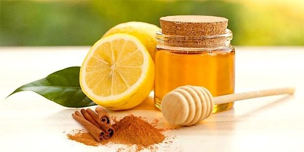 Напиток из лимона, меда, корицы и воды