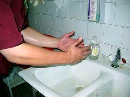 Стрилизация рук нашатырным спиртом