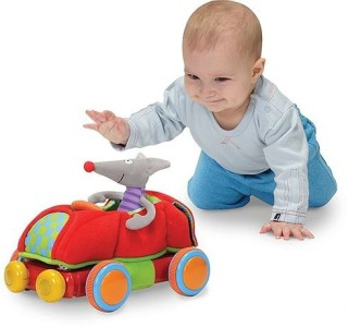 Малыш и игрушки